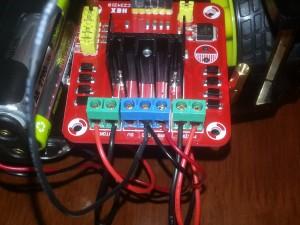 Se muestran las conexiones de energía, noter que un cable de GND va a GND de Arduino